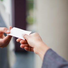 10 endroits astucieux où laisser vos cartes de visite