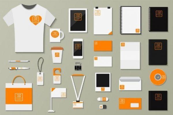 Produtos da marca nas cores laranja, branco e preto